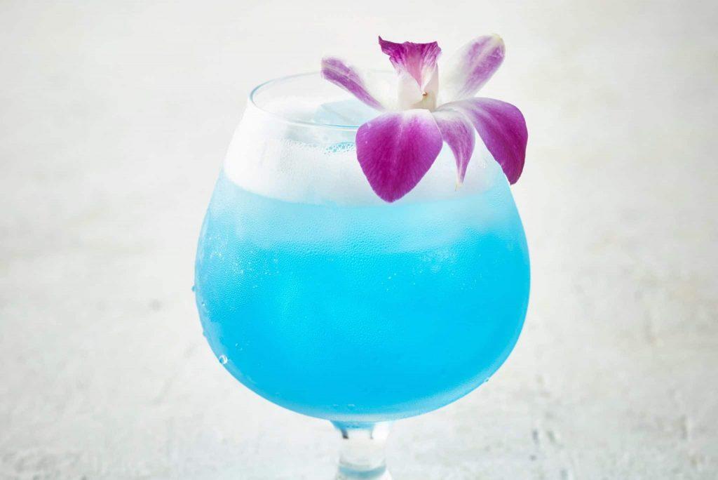 Blue Hawaii minuman cantik nan mempesona