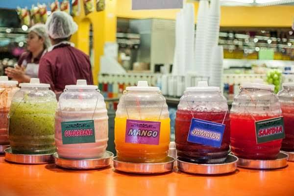 Aguas Frescas minuman khas meksiko penuh warna