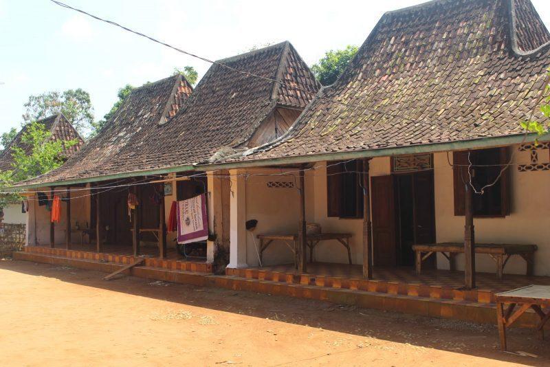 Rumah Adat Madura Tanean Lanjhang Guratgarut Com