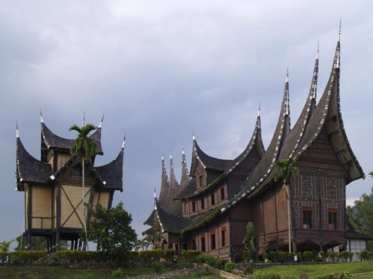 rumah adat padang, rumah gadang, rumah adat minangkabau
