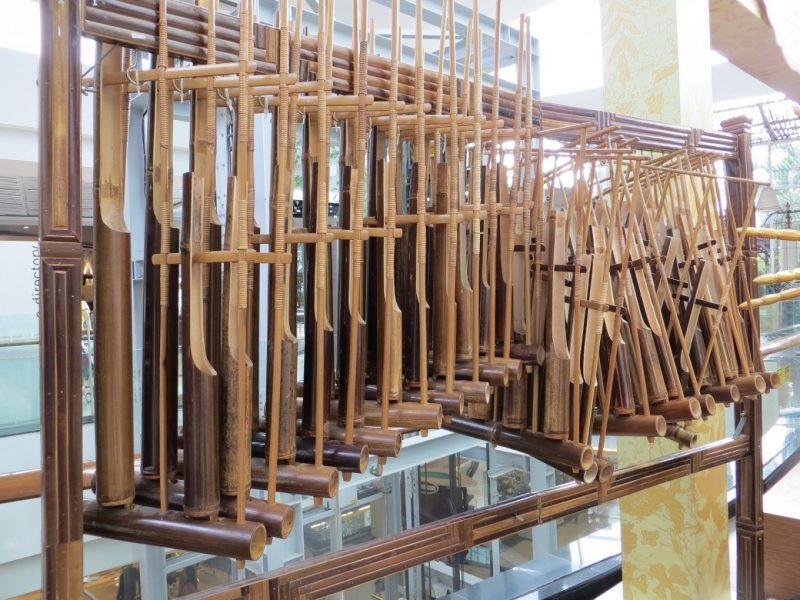 gambar dari alat musik angklung yang terkenal di bandung