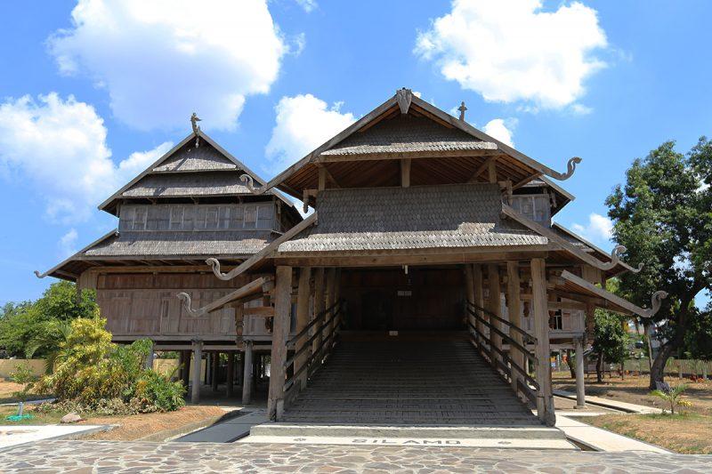 Rumah Adat Istana Sumbawa