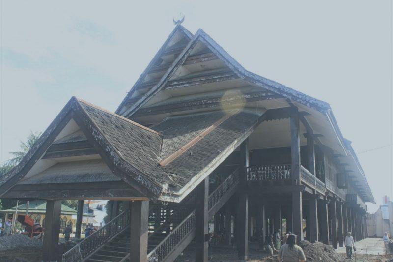 rumah adat sulawesi tenggara 1