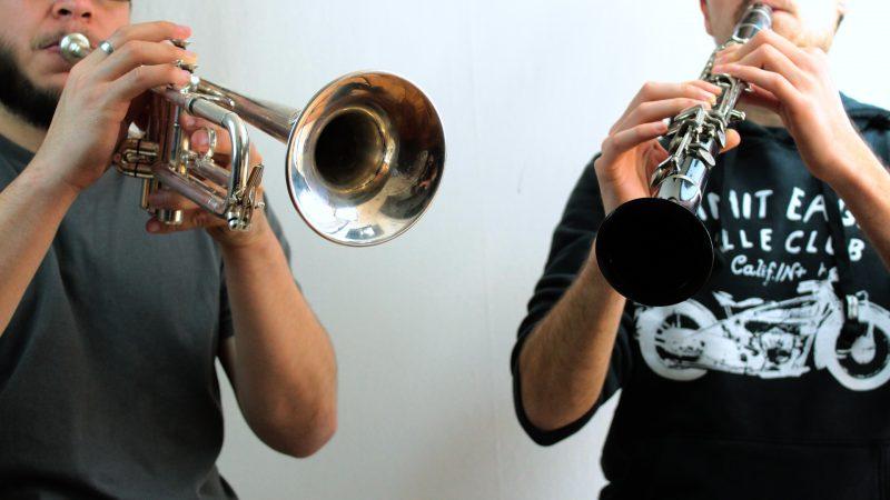 Permainan alat musik tiup klarinet dan terompet