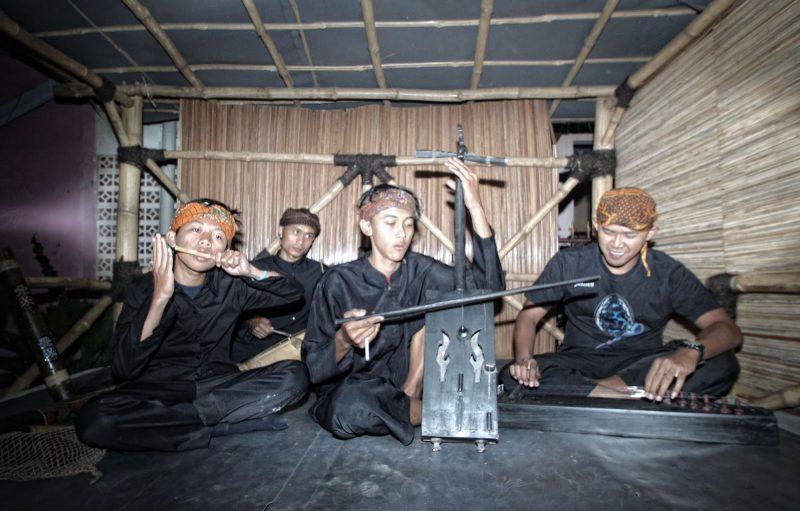 tarawangsa adalah alat musik gesek tradisional indonesia