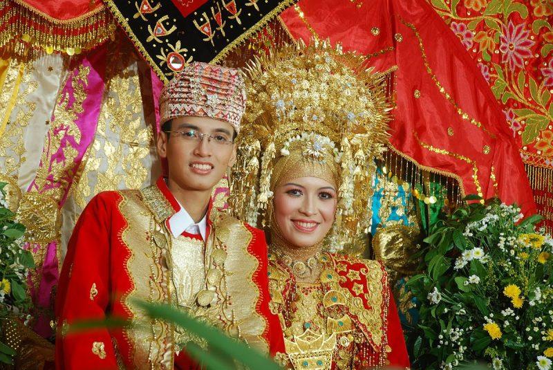 5 Pakaian Adat Kalimantan Timur beserta Penjelasannya ...