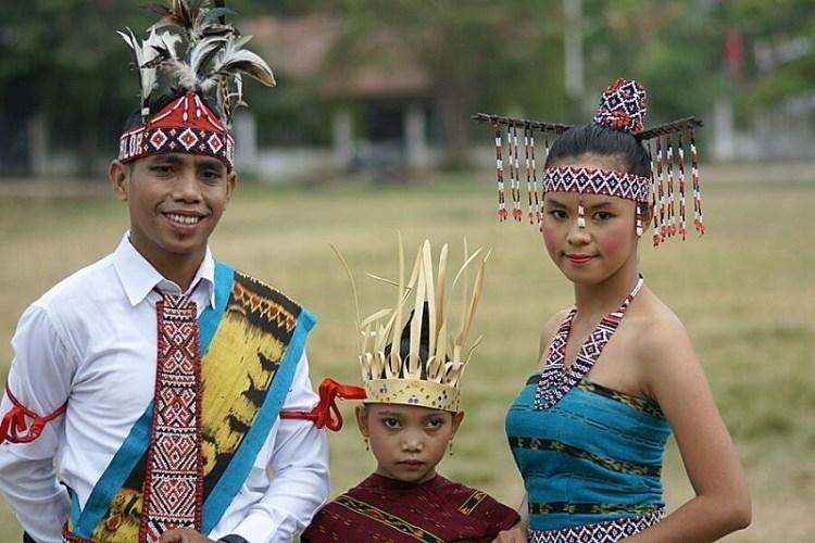 pakaian adat suku dawan