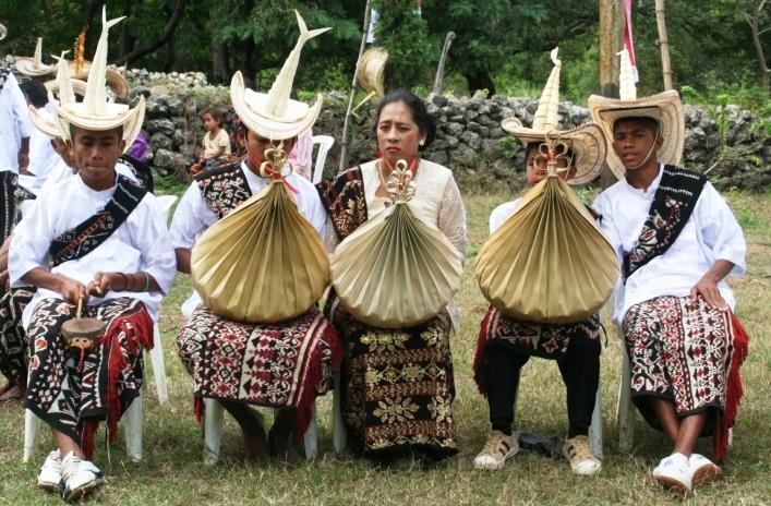 pakaian adat suku rote