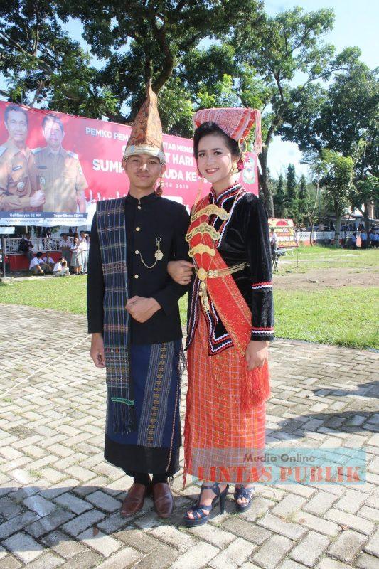 Baju Adat Suku Batak Simalungun