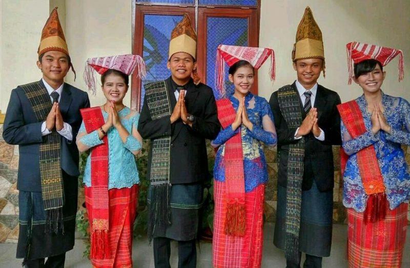 Pakaian Adat Tradisional Provinsi Sumatera Utara