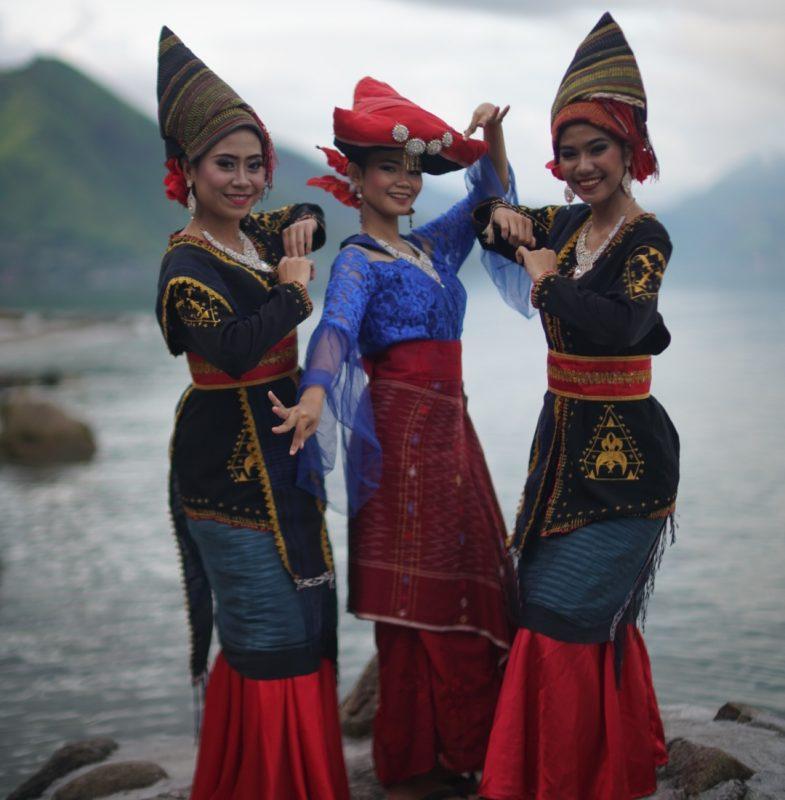 Baju Adat Suku Batak Karo