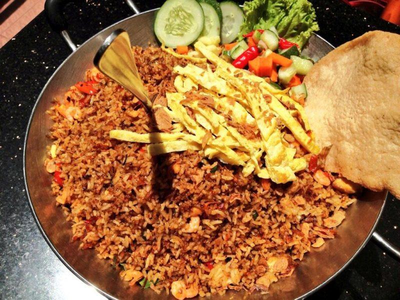 nasi goreng jancuk menjadi kuliner khas surabaya