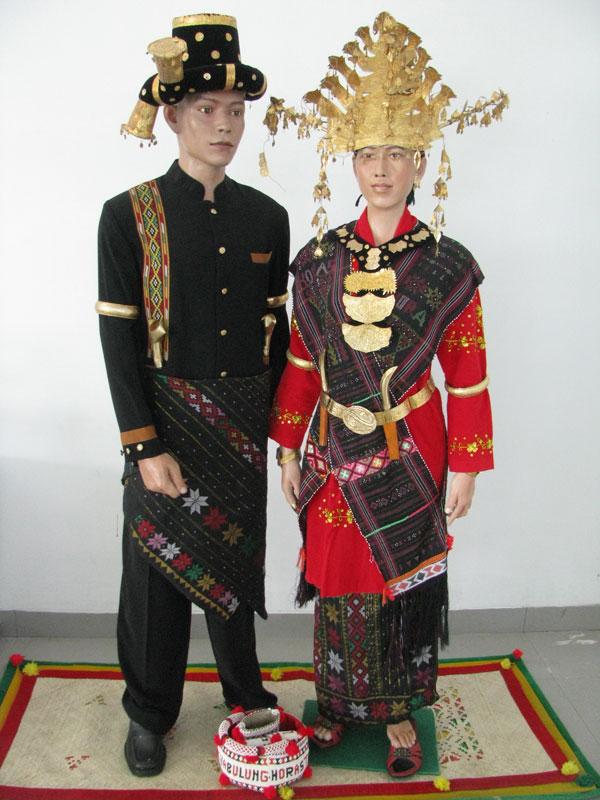 8 Jenis Pakaian Adat Sumatera Utara dan Penjelasanya ...