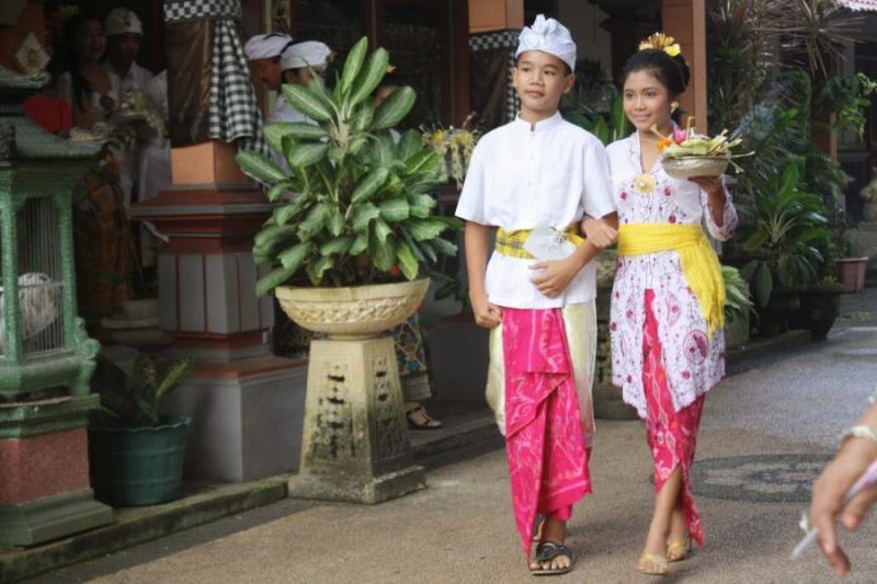 baju tradisional bali