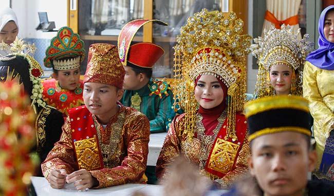 6 Jenis Pakaian Adat Sulawesi Barat [Penjelasan Lengkap ...