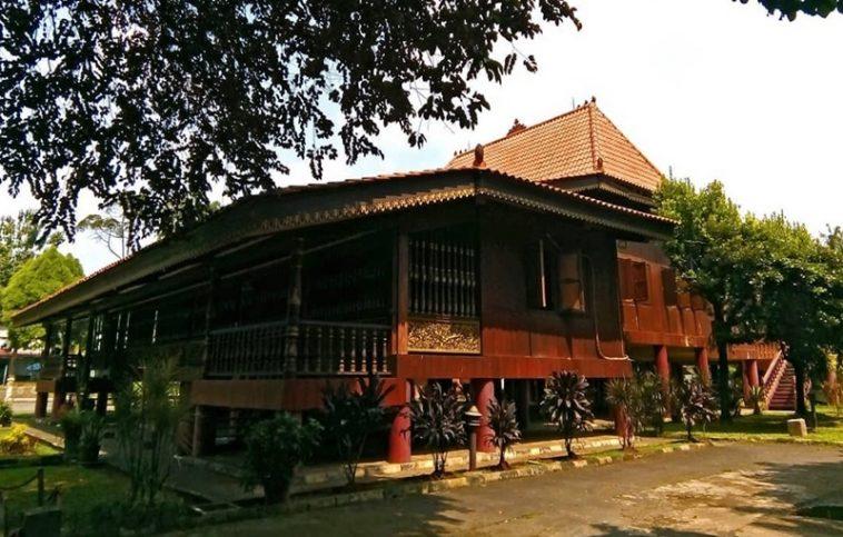 rumah adat tradisional sumatera selatan