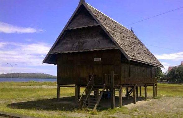 rumah tradisional sulawesi barat