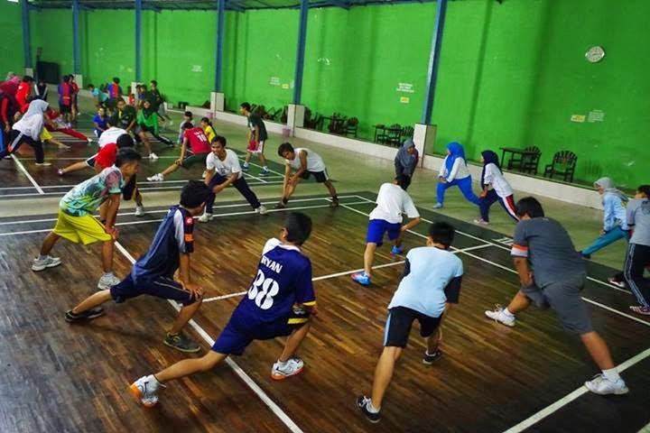 pemanasan dan latihan fisik sebelum bulu tangkis