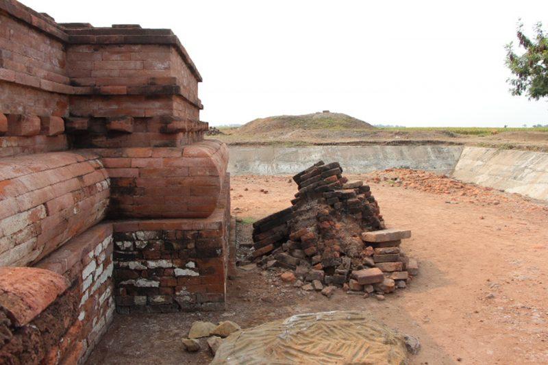 prasasti peninggalan kerajaan tarumanegara