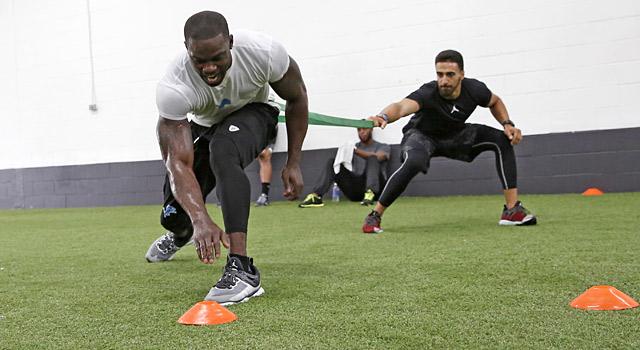 latiahn kekutan dalam latihan fisik sepak bola