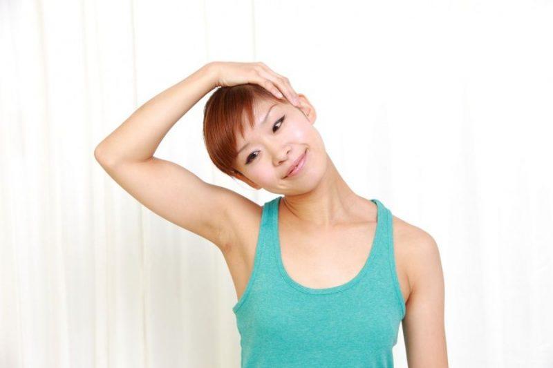melatih kelenturan leher