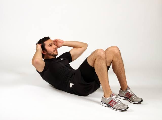 melatih otot perut