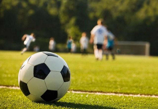 peraturan permainan sepak bola out