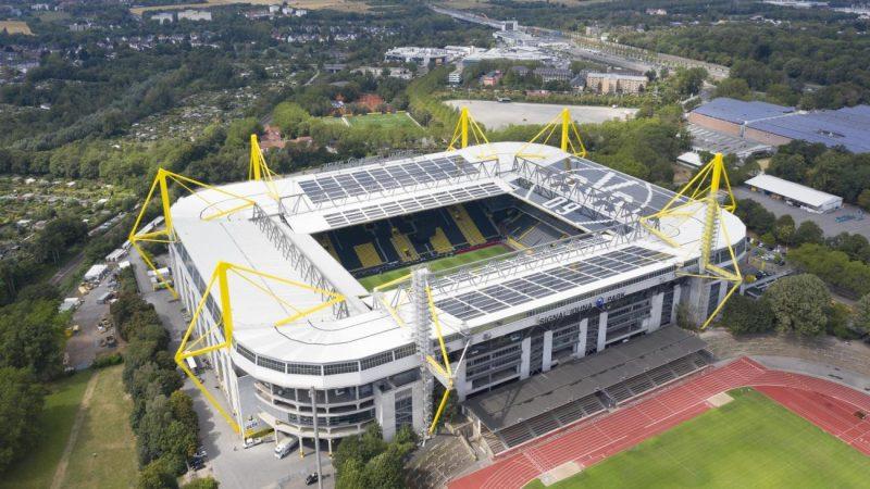 Signal Iduna Park adalah markas Dortmund