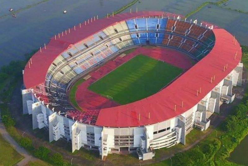 glora bung tomo adalah stadion berstanndar FIFA yang ada di Indonesia